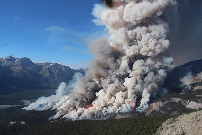 Blaze in Alberta sends smoke to Columbia Valley