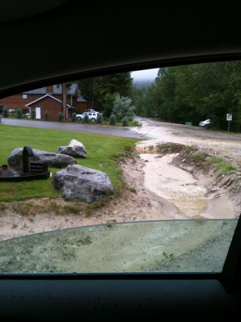 Heavy rainfall causes flooding in Fairmont