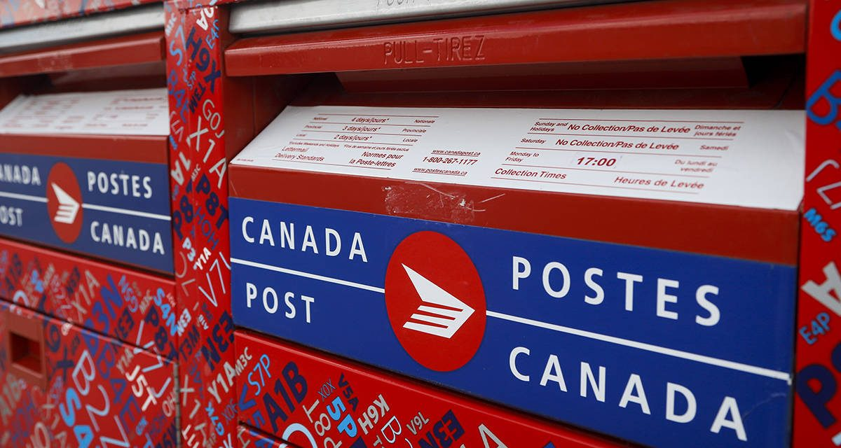 Canada Post urges holiday shoppers to buy gifts early amid surge in online shopping