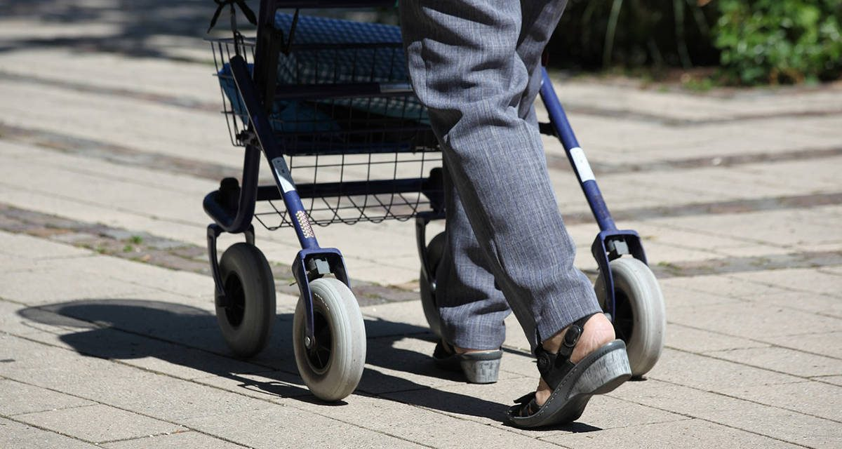 More Canadians planning to continue living at home as they age, survey suggests