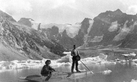 Boat ride at Lake of the Hanging Glacier